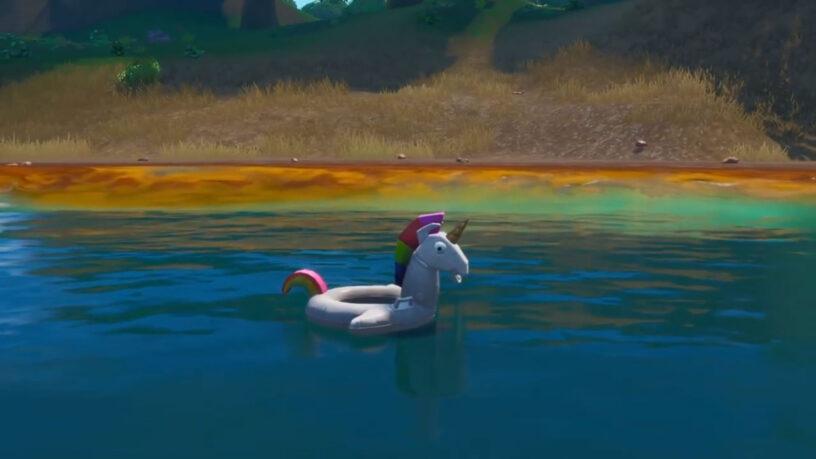 Cerca 3 Unicorni galleggianti nelle piscine Fortnite